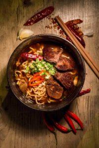 台式牛肉湯麵配安格斯牛肉片